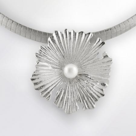 Claris Schmuckdesign Anhänger Perlblume rhodiniert